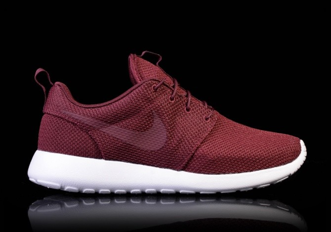 6e6aae9e001e NIKE ROSHE ONE NIGHT MAROON  price €82.50