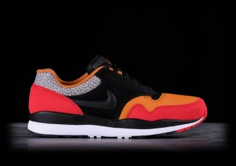 NIKE AIR SAFARI SE SP19 UNIVERSITY RED