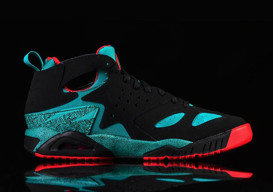 NIKE AIR TECH CHALLENGE HUARACHE BLACK TURBO GREEN